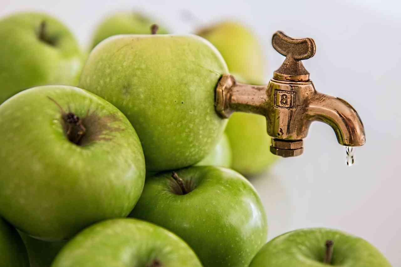 aplicar vinagre de manzana en el cabello